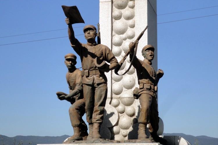 춘천호에 있는 6.25참전학도병기념탑